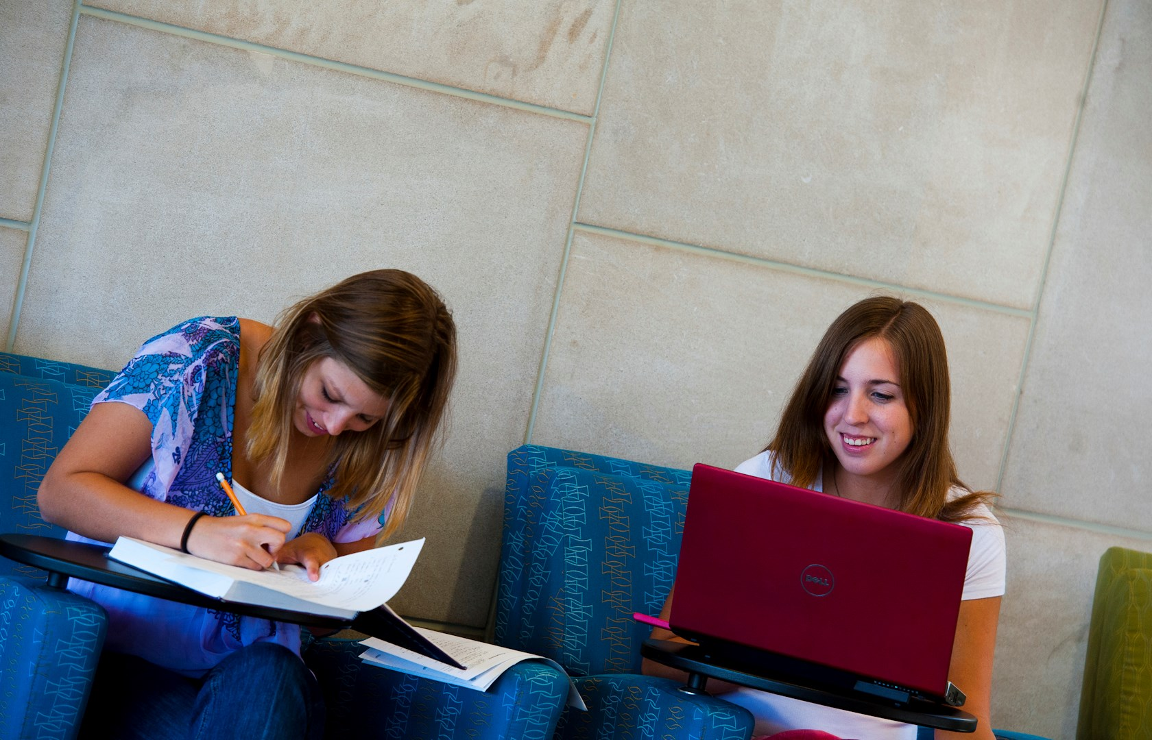 horiz females studying in BEC