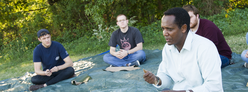 Anthropology students learn about flint knapping