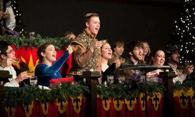USI kicks off holiday season with annual Madrigal Feaste