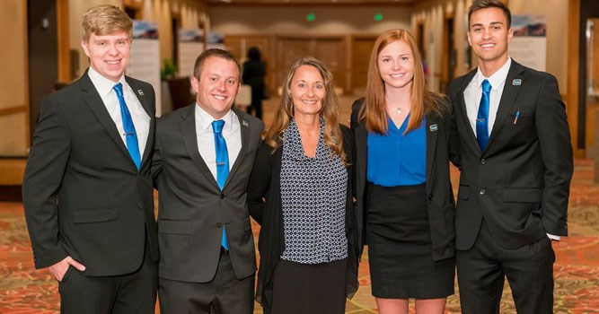 USI's Team Qualifies as Final Four team in the annual IMA Student Case Competition.