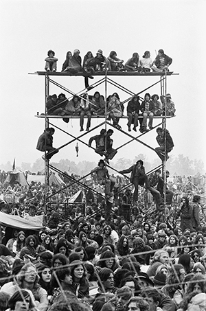 Photo of audience, including scaffolding which several in the audience had climbed and sat on